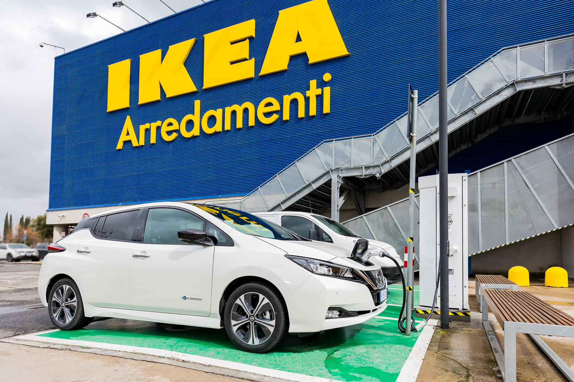 Ricarica auto elettriche: Nissan elettrifica Ikea di Roma Anagnina