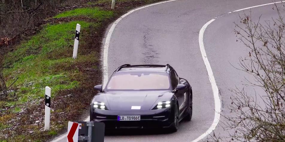 la Porsche Taycan Cross Turismo