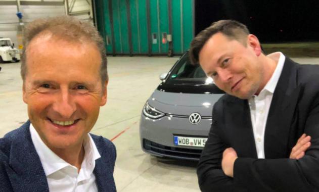Tesla contro il governo