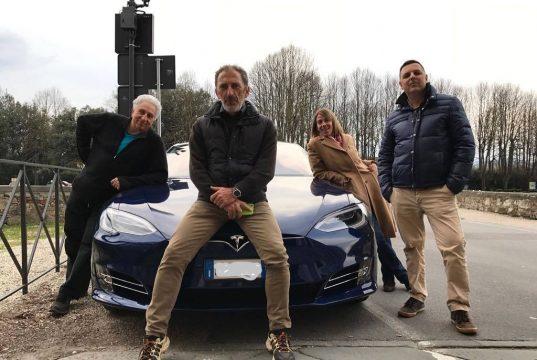 Tesla blu