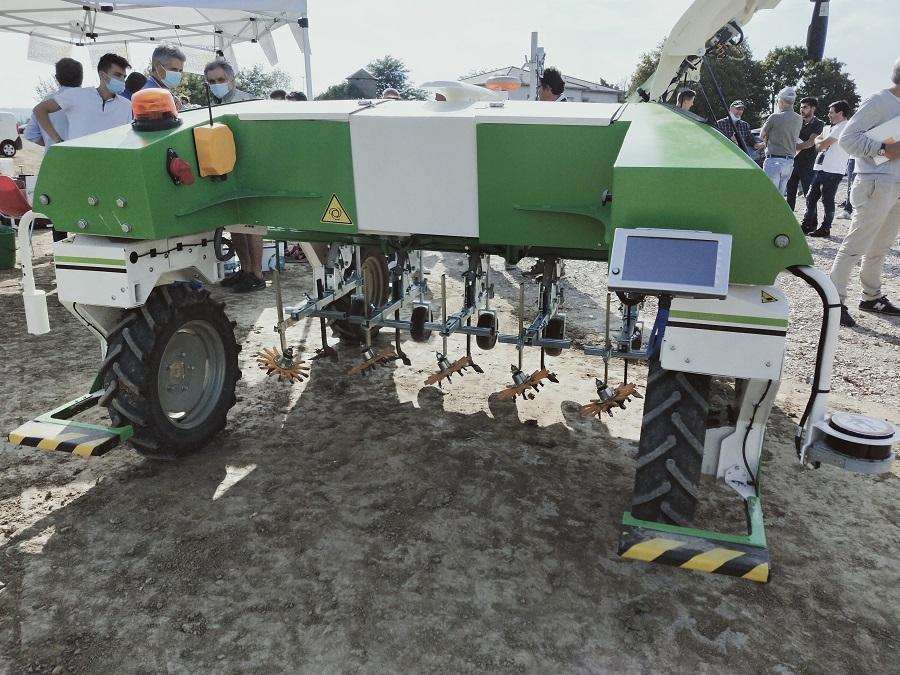 dino robot agricolo
