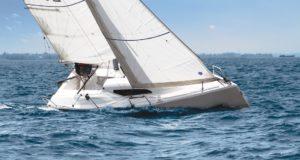 La barca a vela con motore elettrico