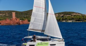 barca a vela motore elettrico