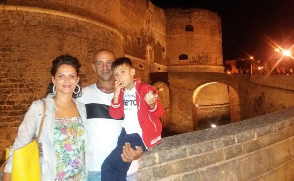 Andrea con la moglie Alessia e il figlio Nicolas