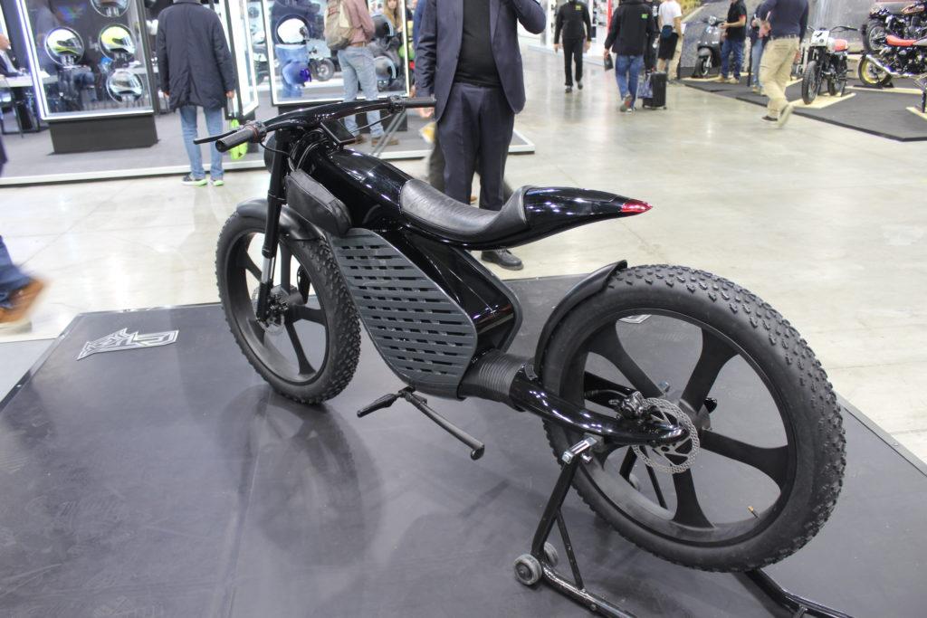 SEAT entra nel mercato delle due ruote con uno scooter