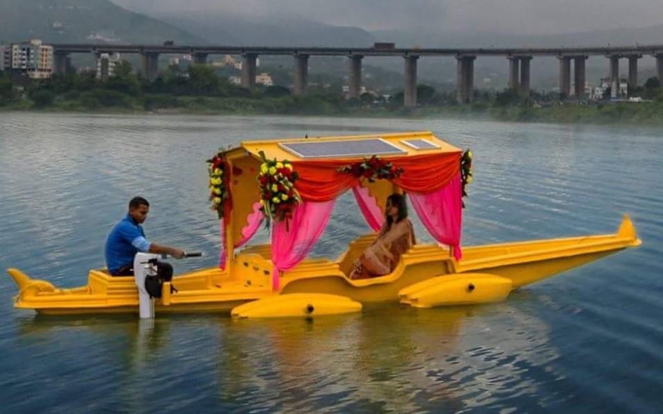 Un 'immagine di Solar Shikara Boat