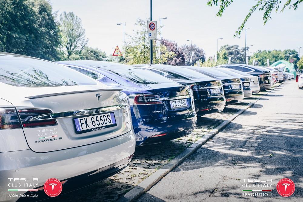 Tesla in fila