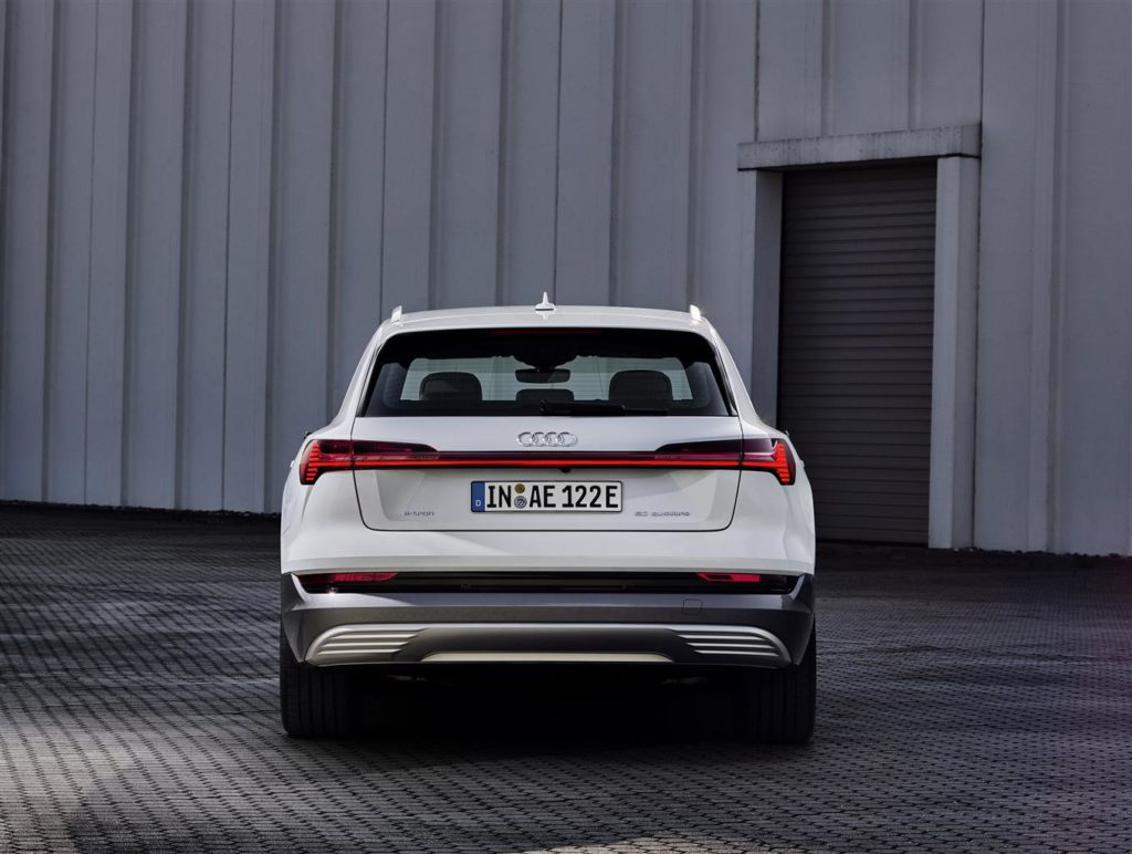 "Audi e-tron ""50 Quattro"" dietro"