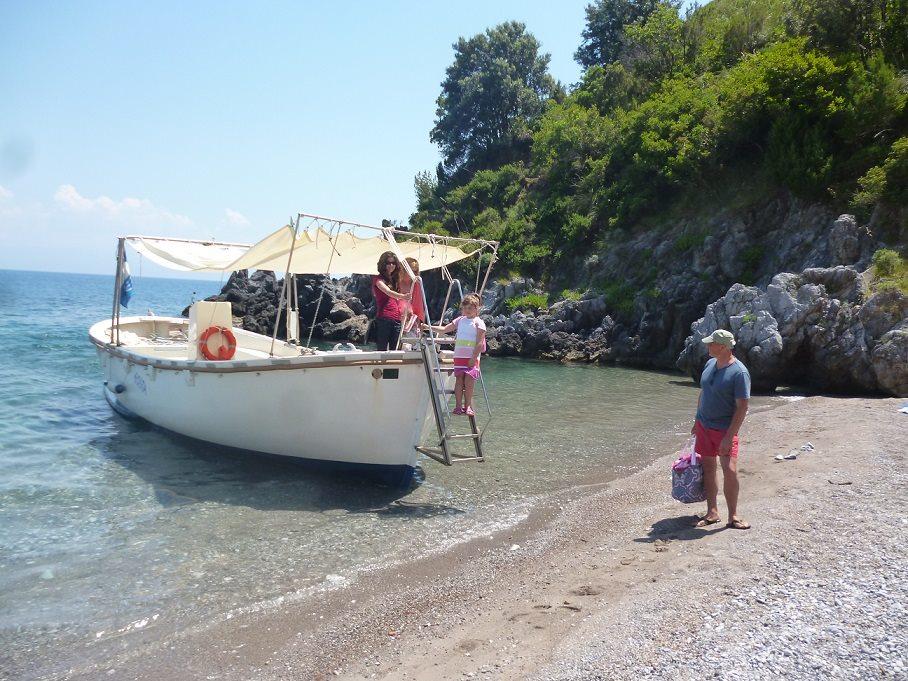 la barca fa escursioni nella costa di Maratea
