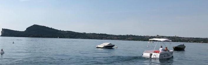 La barca elettrica nel parco di Manerba