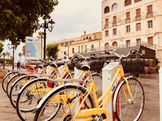 Una postazione di bike sharing