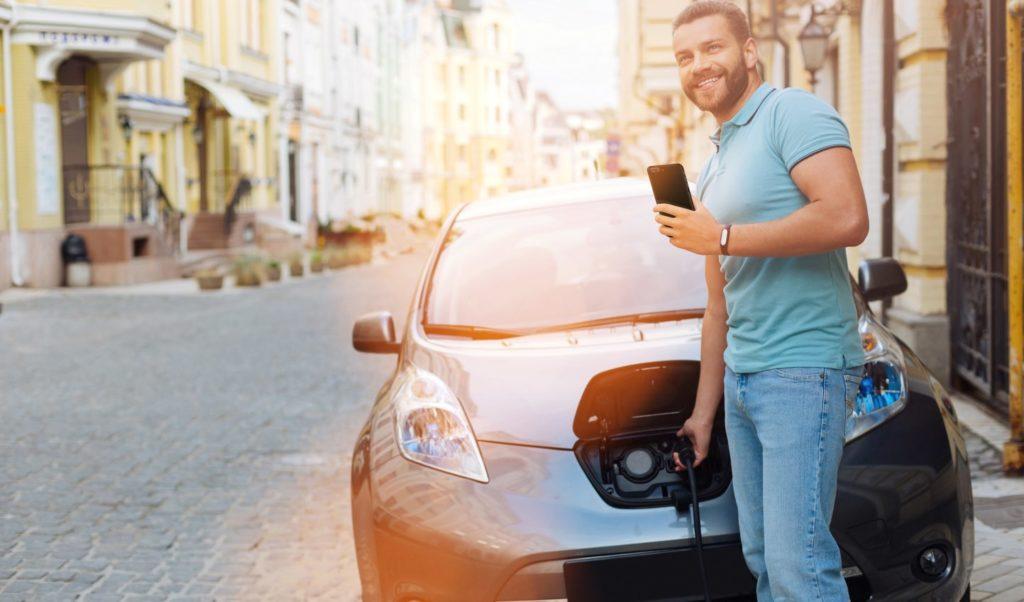 Manovra 2019, incentivi per auto elettriche e tasse per quelle inquinanti