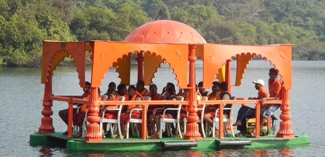 il ristorante boat in navigazione