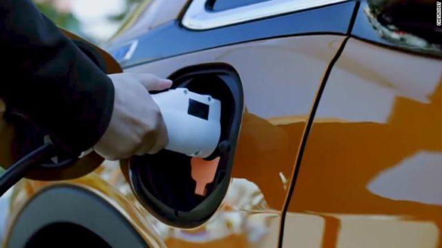 Regione Lombardia, auto elettriche.