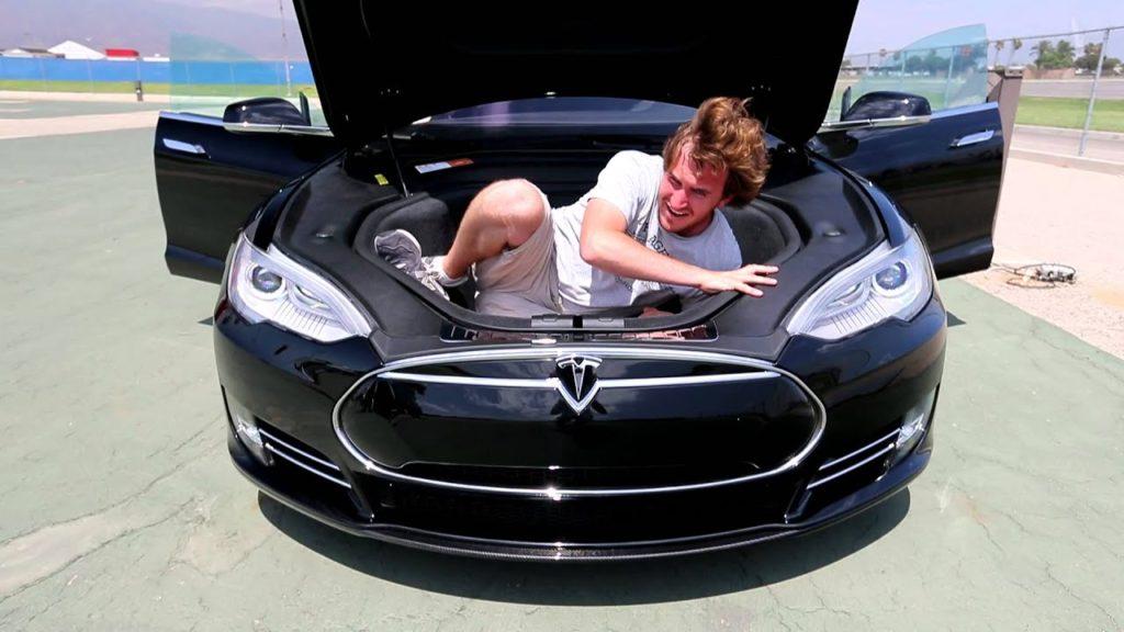 Tesla- bagagliaio anteriore