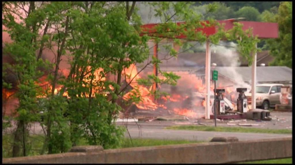 Tre morti nelle fiamme di un distruttore in Virginia.