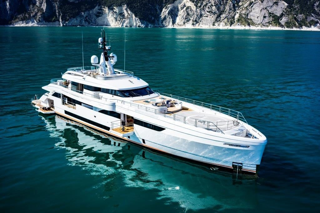 Yacht in navigazione