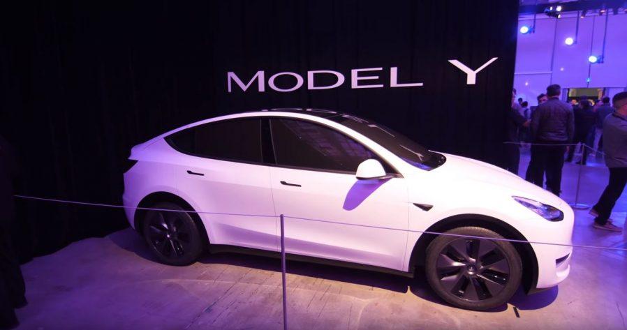 Tesla Model Y configuratore attivo, prezzo da 57.000 euro in Italia
