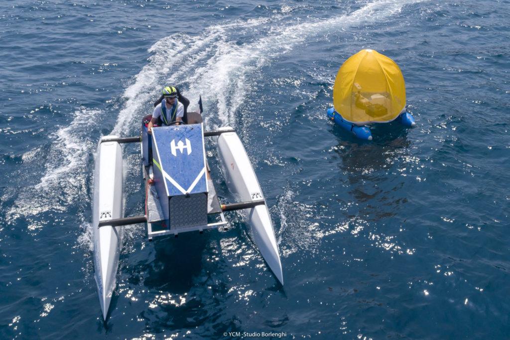 Una delle barche impegnate nella sfida